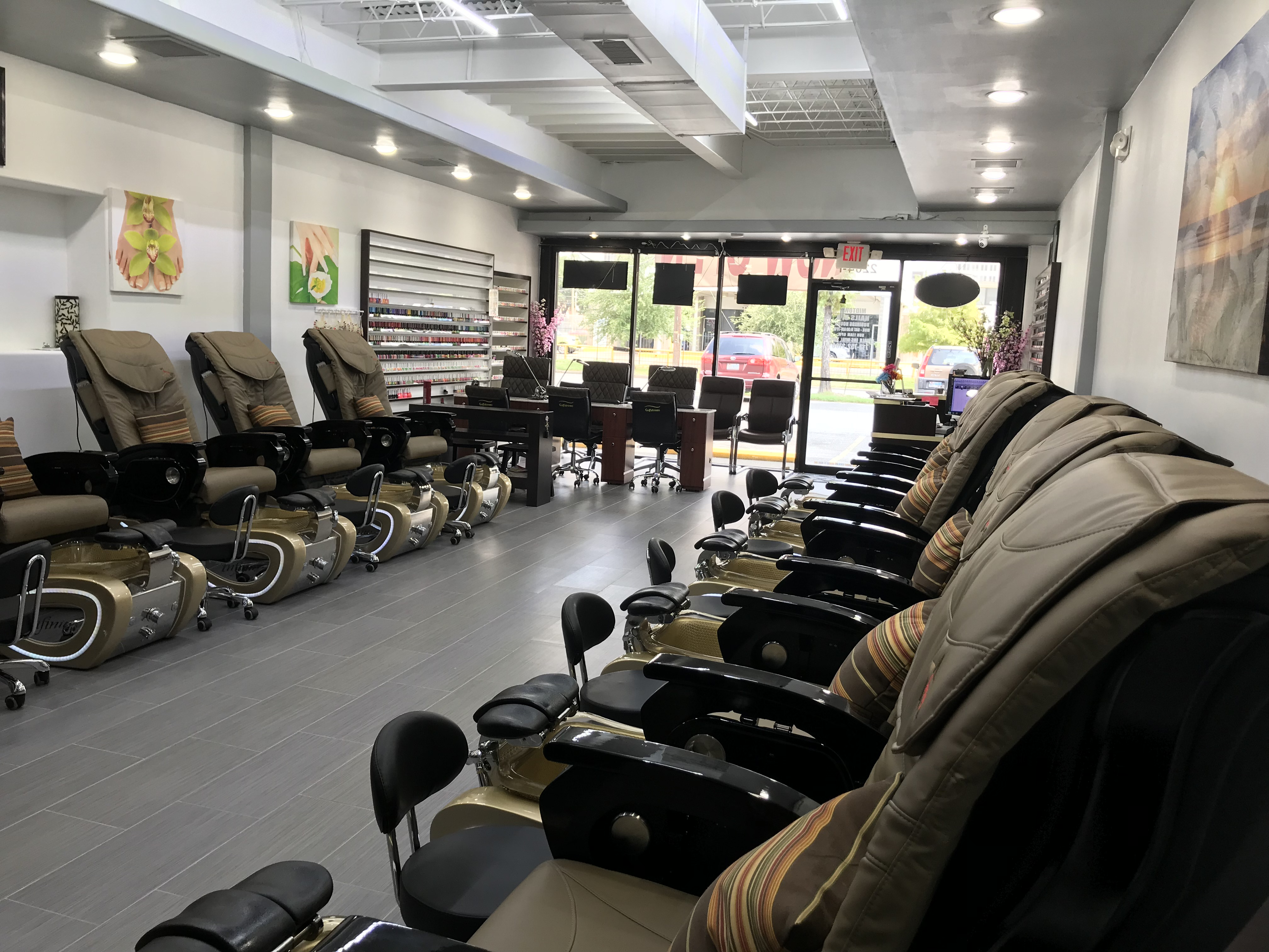 Spa chairs and manicure tables